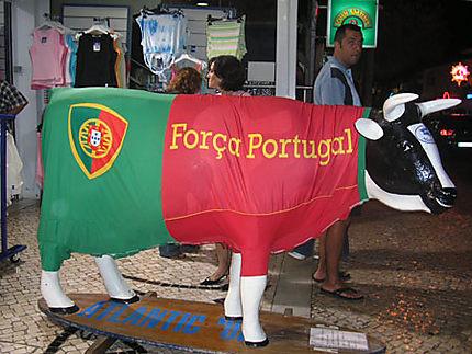 Vache patriotique au centre ville
