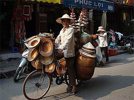 Marchand ambulant dans le vieil Hanoi : Transport : Hanoi : Hanoi ...