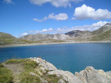 Le lac Saint-Anne et sa chapelle, Mercantour