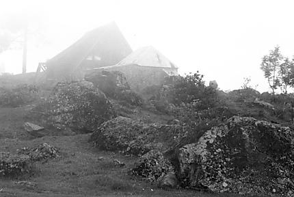 L'église de La Nouvelle dans la brume