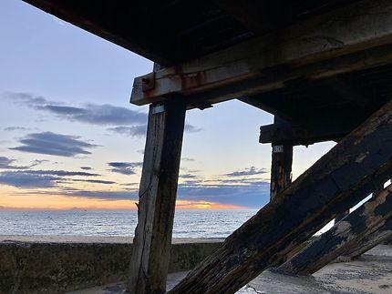 Coucher de soleil sous l'estacade de Cap-Breton