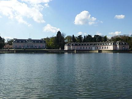 Lac devant le château
