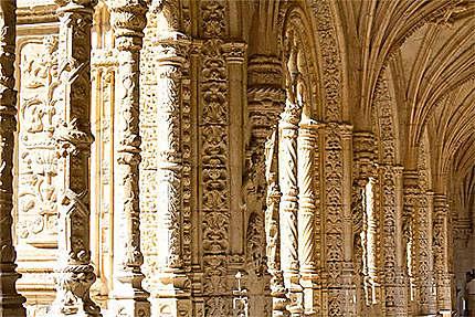 Lisbonne - Belém - Monastère - Richesse sculpturale des piliers