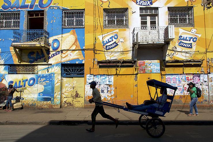 Vélo-pousse dans une rue d'Antsirabe