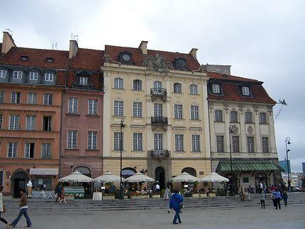 Une vue sur la rue Krakowskie Przedmiescie