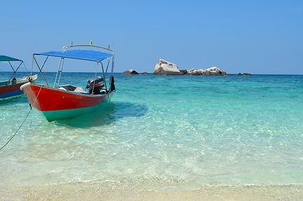 Bateaux au mouillage de la plage de Coral Island