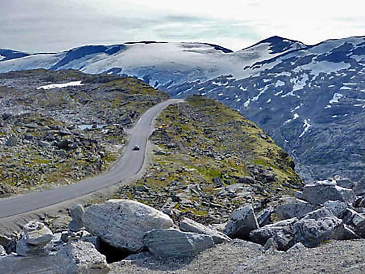 Montagnes, neiges éternelles et glaciers