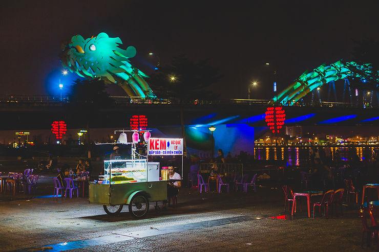 Vivre le Vietnam by night