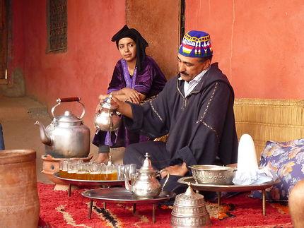 La cérémonie du thé, dans la vallée de l'Ourika