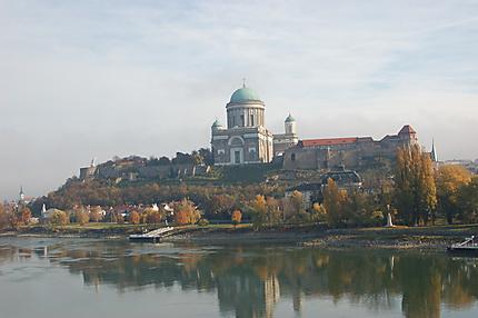 La Basilique d'Esztergom, vue du pont