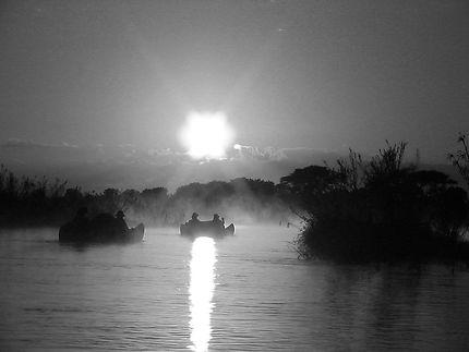 Canoë au parc national de North Luangwa, Zambie