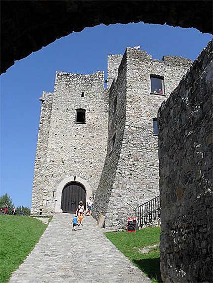 Entrée du château de Strecno