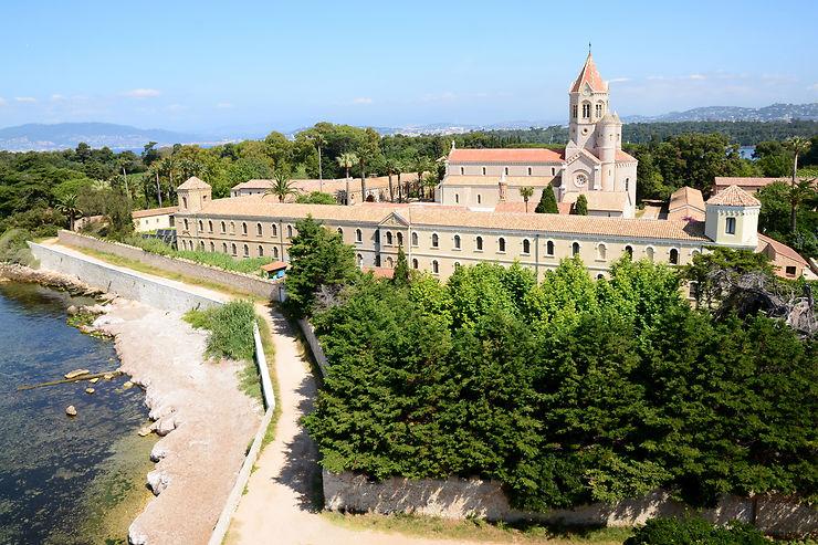 Côte d'Azur - Saint-Honorat : cette île de la baie de Cannes où des moines font du vin