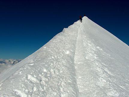 Sur l'arête avant le sommet du Mont Blanc