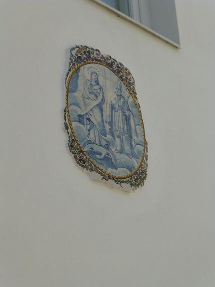 Azulejo isolé dans les rues de Lisbonne