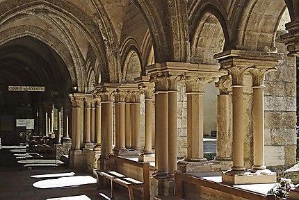 Le cloître de la Collégiale Notre-Dame