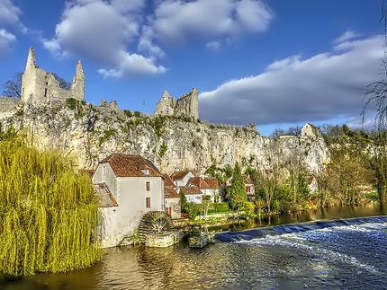 Ruines du château et moulin à eau