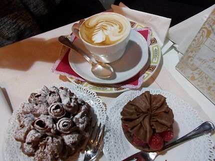 Dessert en terrasse avec un café italien