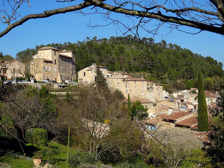 Montfort-sur-Argens, un village templier béton
