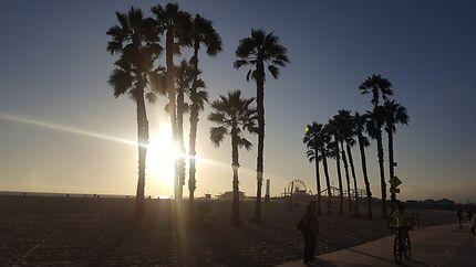 Santa Monica Beach au coucher de soleil