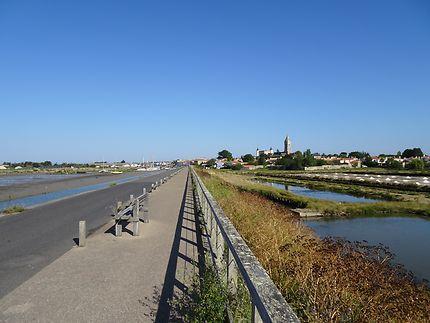 En vélo sur la jetée à Noirmoutier-en-l'Île