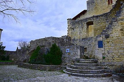 La chapelle au sommet du village