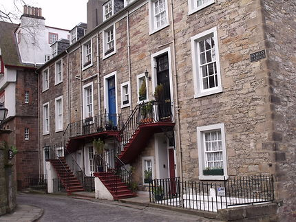 Maisons en bas du château d'Edimbourg