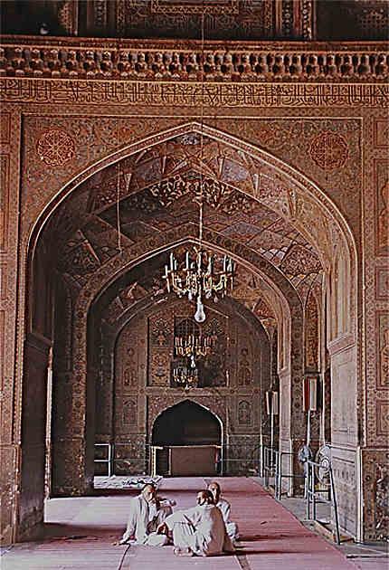 Discussion à la mosquée