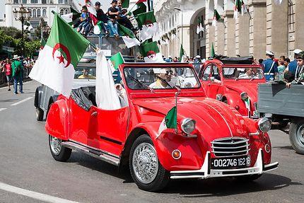 Alger 05 Juillet 2018 2 Cv Cabriolet De 1962 Transport