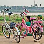 Vie le long du fleuve sur le front à Ventiane