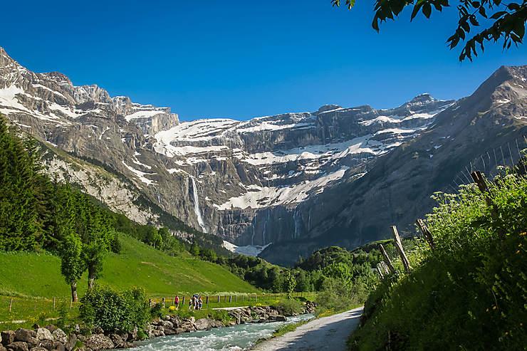 Le pic du Midi de Bigorre et le cirque de Gavarnie (Hautes-Pyrénées)