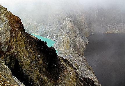 Les lacs colorés du Kelimutu