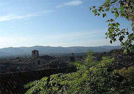 Gubbio par une belle journée ensoleillée