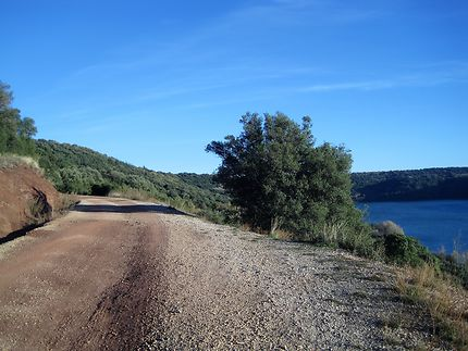 Lac du Salagou dans l'Hérault, France
