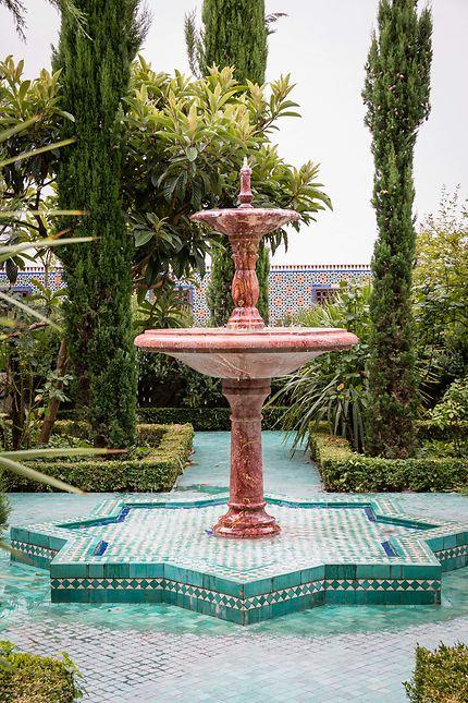 Grande Mosquée, fontaine dans le jardin