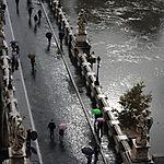 Pont sous la pluie