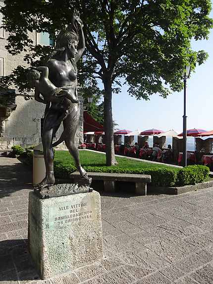 Monument aux victimes du bombardement de 1944