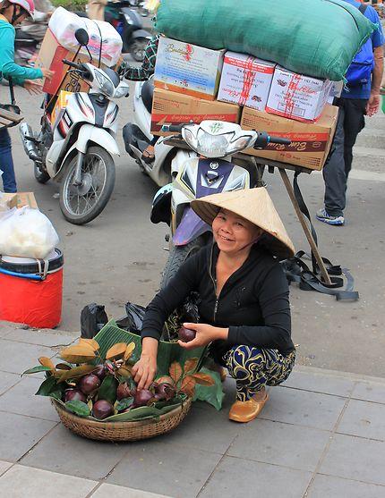 Marchandes de fruits à Hué