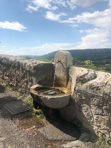 Fontaine à Moustiers Sainte Marie