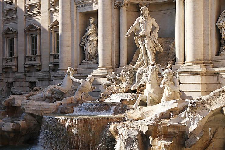 Rome - On ne se baigne pas dans la fontaine de Trevi !