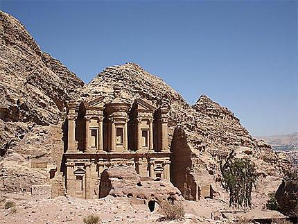 Le monumental temple du Deir