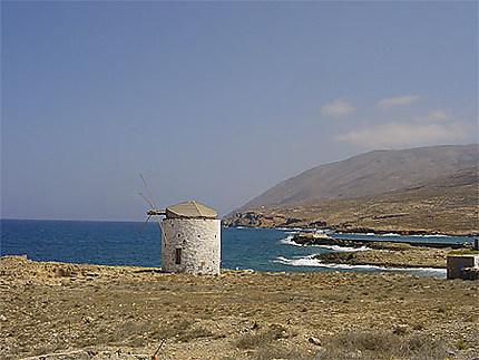 Moulin à vent sur la mer