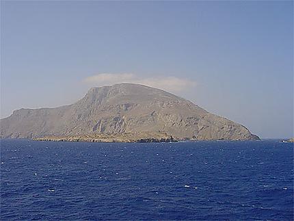 Vue de l'île de Kassos depuis le bateau