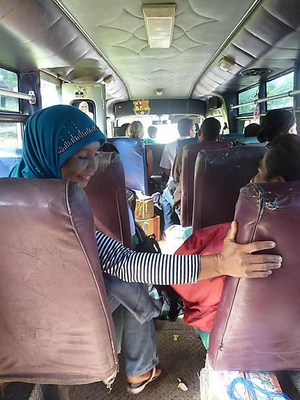 Bus très local, sur la route Riung-Bajawa
