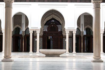 Grande Mosquée, la cour intérieure et sa vasque