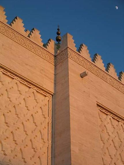 La mosquée et son croissant de lune