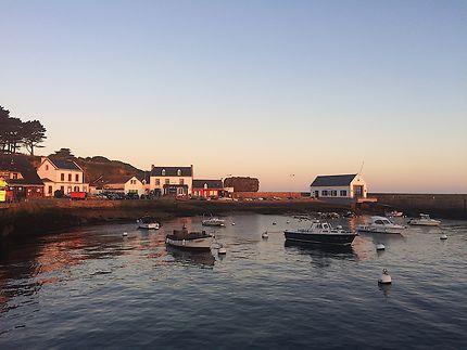 Levé de soleil sur le port de Groix