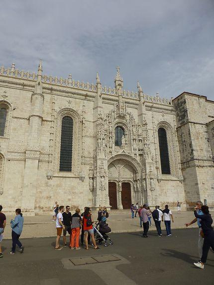 Côté de l'église près de Mosteiro dos Jerónimos