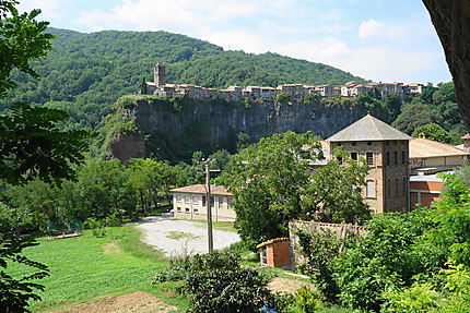 Le village de Castellfolit de la Roca