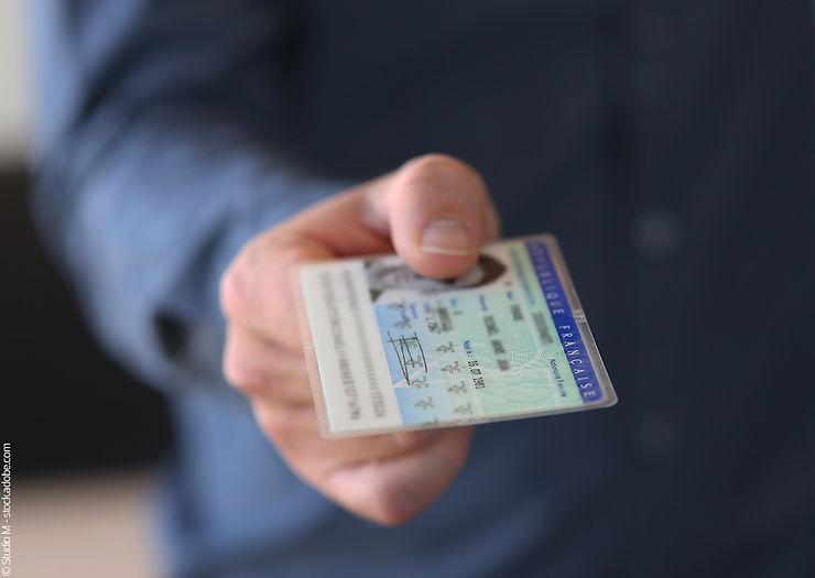 Formalités - Carte d'identité périmée prolongée de 5 ans : attention aux frontières !